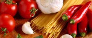Garlic, tomatoes and pasta for student cooking